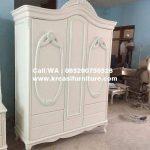 Lemari Pakaian Klasik Putih Duco 3 Pintu