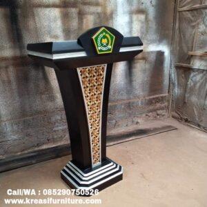 Podium Pidato Ukiran Emas Logo Akrilik